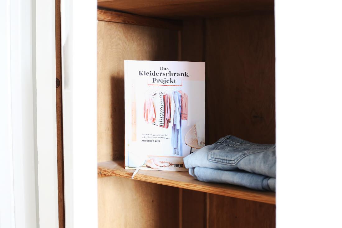 anuschka-rees-das-kleiderschrank-projekt-schonhalbelf-buchblog-fashion-rezension-kritik-ordnung